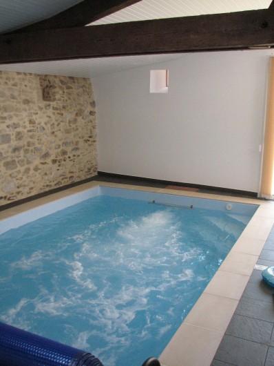 Location de vacances - Gîte à Les Clouzeaux - Piscine intérieure avec système de nage à contre-courant et hydromassages