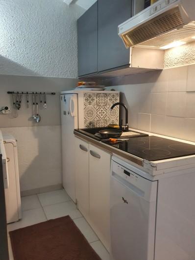 Location de vacances - Villa à Porto-Vecchio - Cuisine ouverte sur salon. Entièrement équipée.