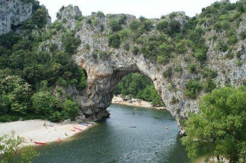 Location de vacances - Château - Manoir à Bourg-Saint-Andéol - canoé kayak  dans les gorges de l'ardeche (10 kms)