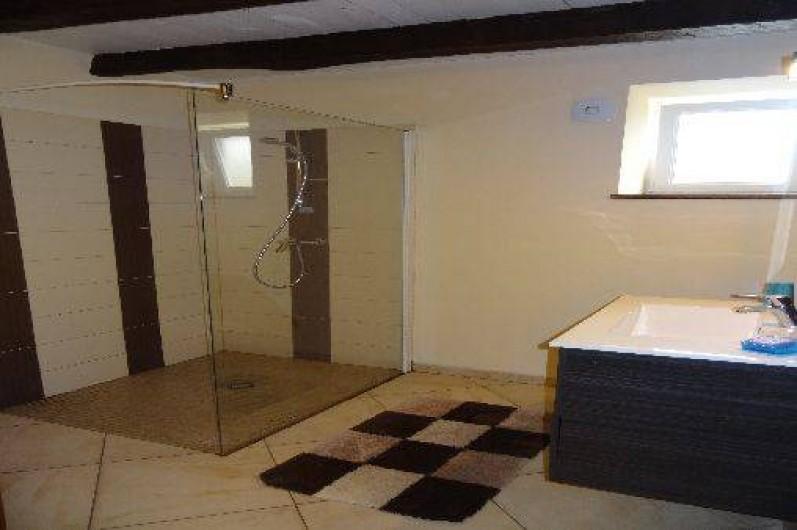 Location de vacances - Villa à Bidarray - salle de bain avec douche à l'italienne