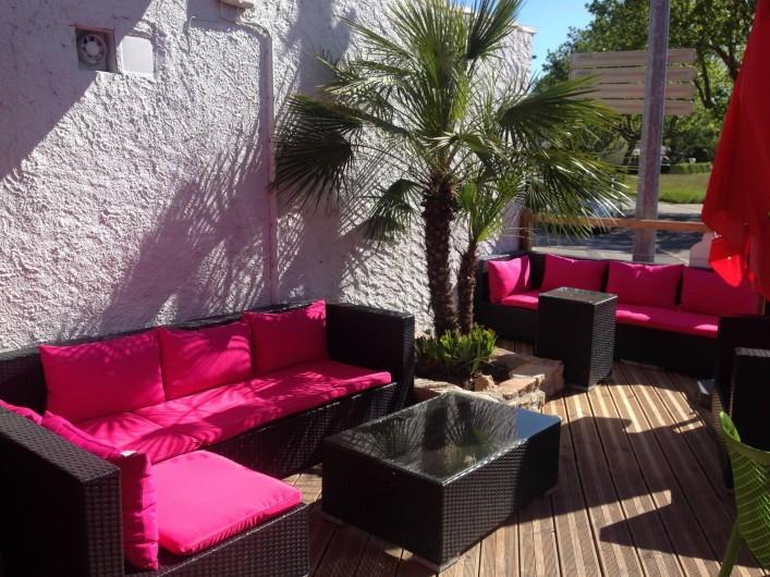 Location de vacances - Bungalow - Mobilhome à Salavas - Terrasse bar salon détente