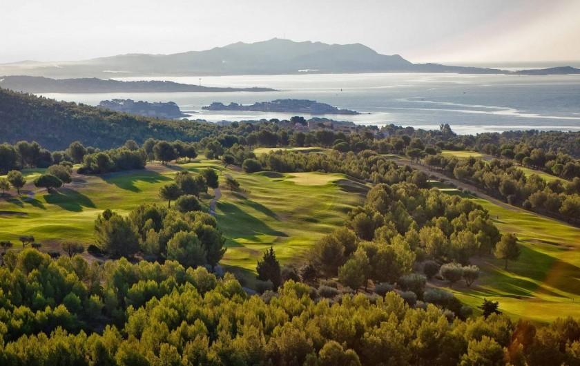 Location de vacances - Appartement à Saint-Cyr-sur-Mer - Un des plus beau golf de France à 200m