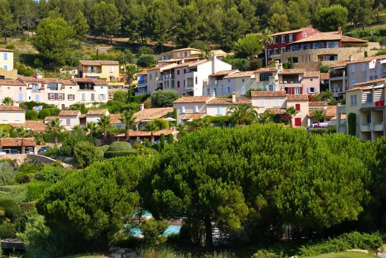 Location de vacances - Appartement à Saint-Cyr-sur-Mer - Vue du Hameau depuis le golf