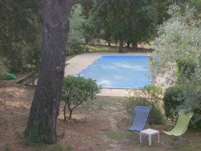 Location de vacances - Villa à Puget - Vue de la  piscine a partir de la terrasse