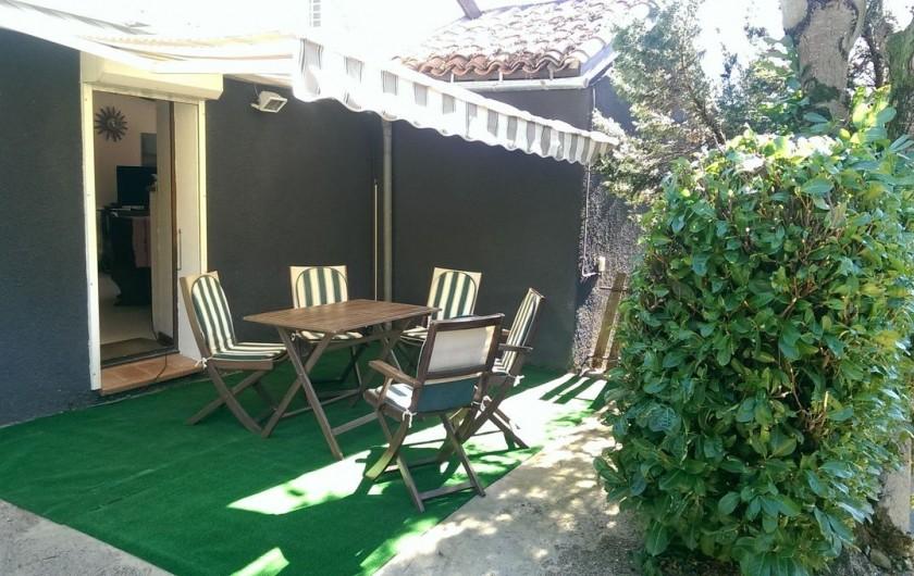 Location de vacances - Appartement à Sengouagnet - Terrasse Ombragée