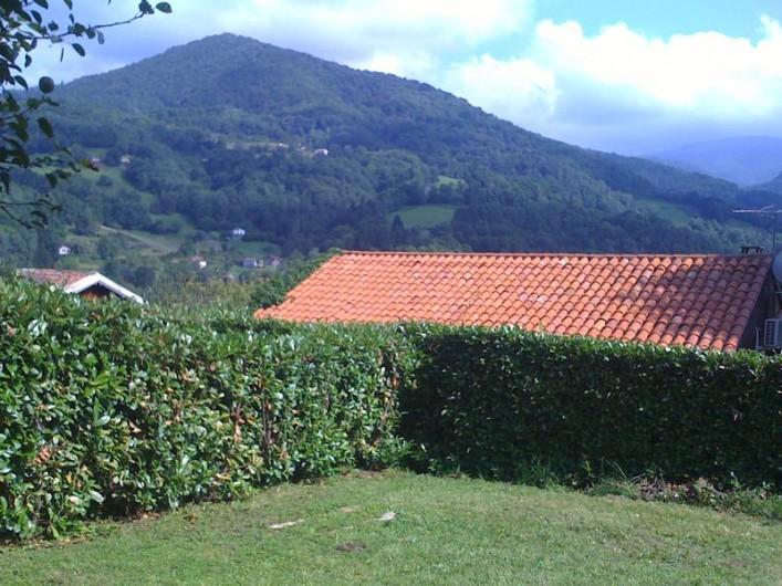 Location de vacances - Appartement à Sengouagnet - Jardin avec vue sur les montagne