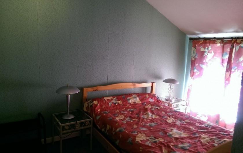 Location de vacances - Appartement à Sengouagnet - Chambre 3 Lit en 140 Placard de rangement
