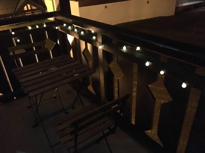 Location de vacances - Studio à Les Carroz d'Arâches - Balcon hiver