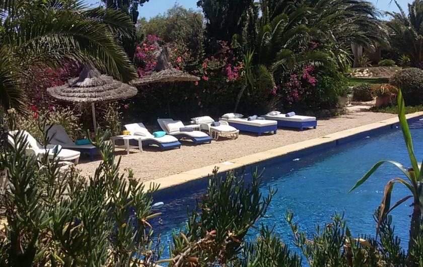 Location de vacances - Villa à Essaouira - Descente progressive par des escaliers d'un côté , elle convient à tous