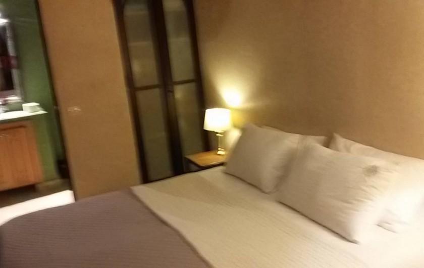 Location de vacances - Villa à Essaouira - chambre + salle de douche +WC + bavabo