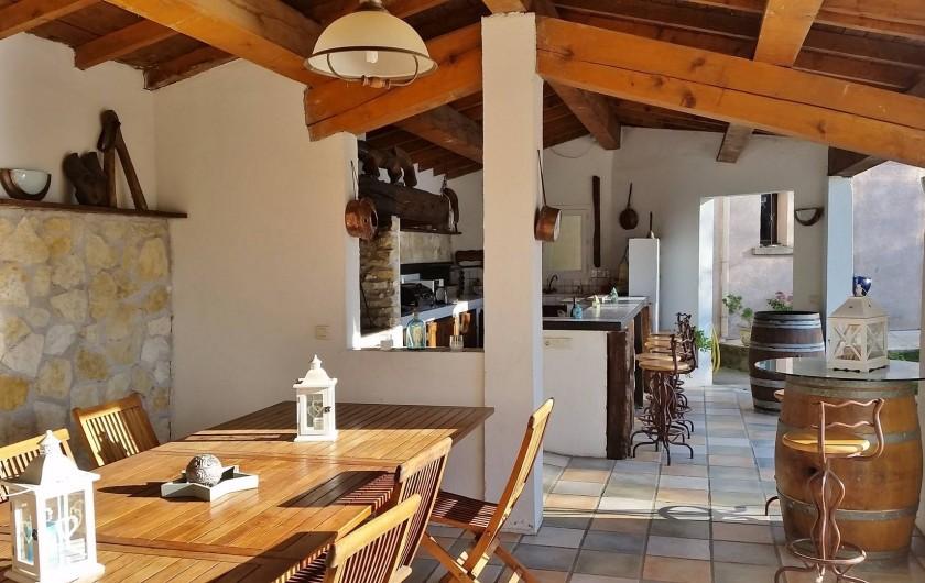 Location de vacances - Villa à Malves-en-Minervois - Votre coin repas , petit-déjeuner , jeux , etc.....
