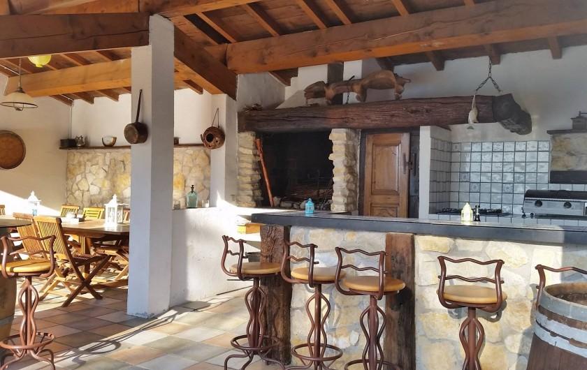 Location de vacances - Villa à Malves-en-Minervois - Le bar , la cheminée , le coin repas, pour vos bons moments......
