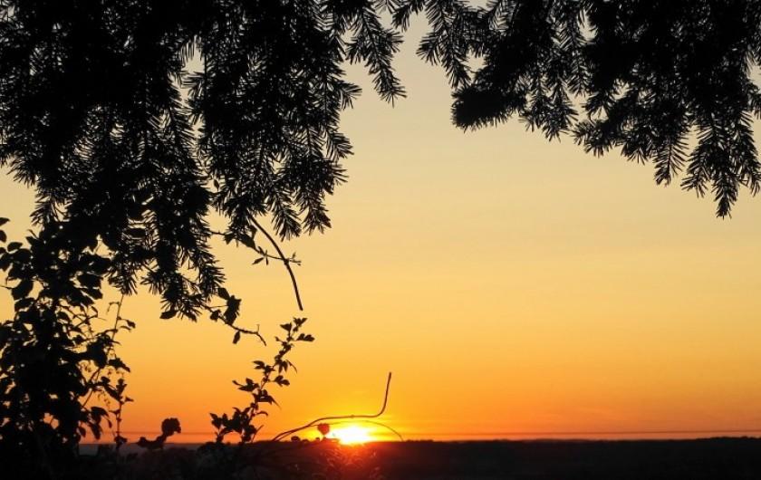 Location de vacances - Gîte à Saint-Péreuse - le couche de soleil encore