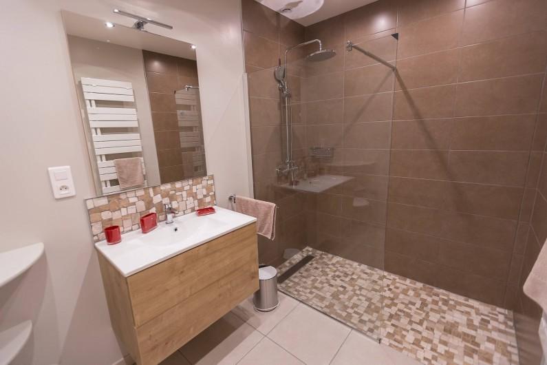 Location de vacances - Gîte à Beaudéduit - Salle de bain, RDC.