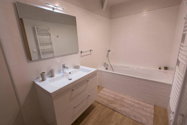 Location de vacances - Gîte à Beaudéduit - Salle de bain, étage.