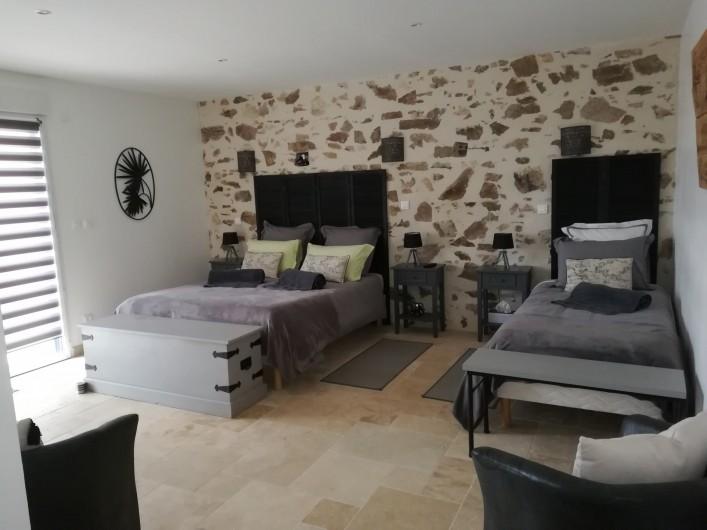 """Location de vacances - Chambre d'hôtes à Saint-André-de-la-Marche - Chambre """"Voyage"""""""