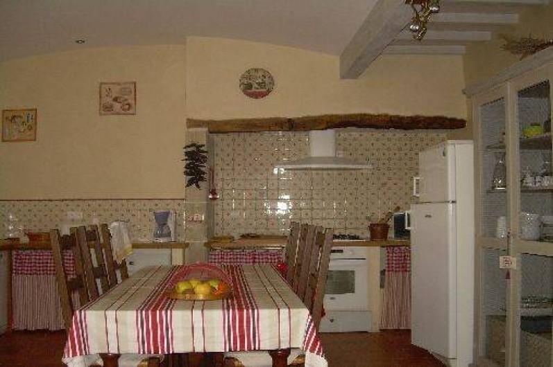 Location de vacances - Gîte à Castéra-Verduzan - cuisine de 25 m2 ouverte sur le salon