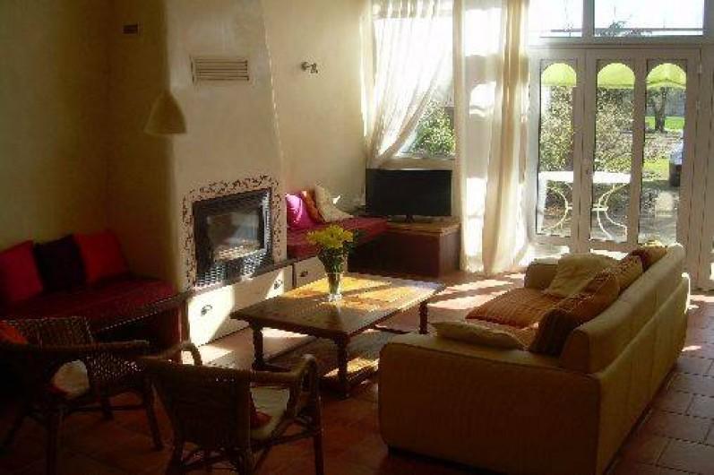 Location de vacances - Gîte à Castéra-Verduzan - salon de 25 m2 avec cheminée insert
