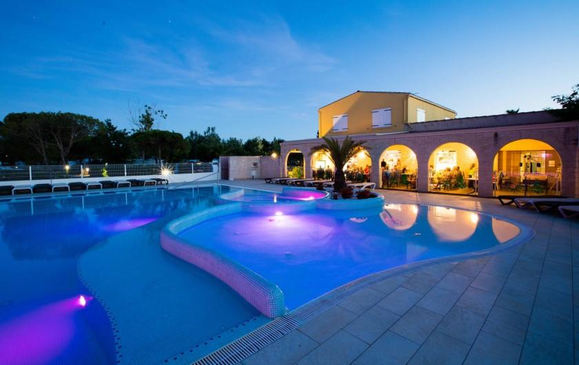 Location de vacances - Bungalow - Mobilhome à Agde - Notre piscine de nuit