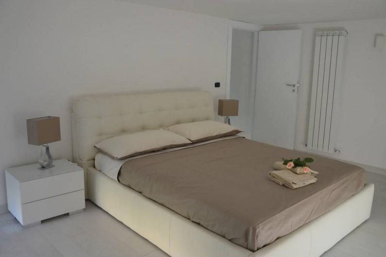 Location de vacances - Appartement à Naples - Une chambre avec un lit double