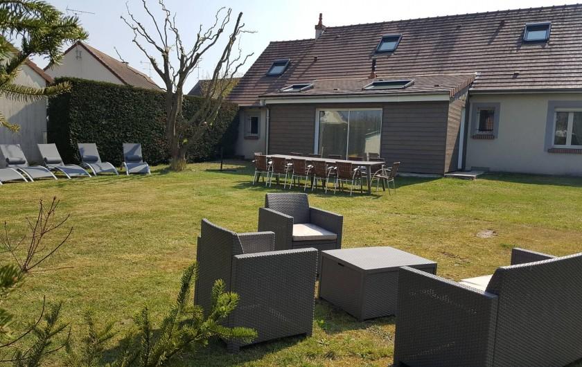 Location de vacances - Maison - Villa à Tour-en-Sologne - Façade côté jardin