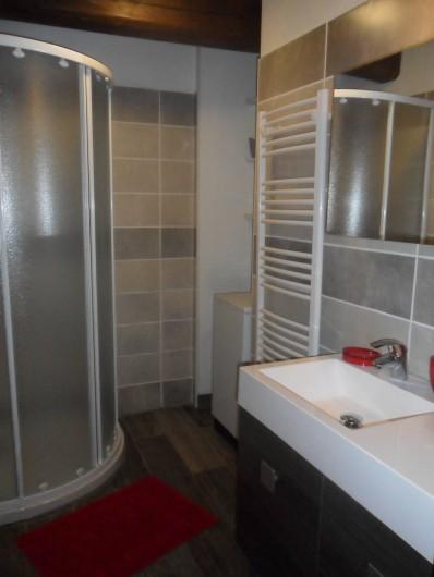 Location de vacances - Gîte à Saint-Pierre-de-Nogaret - Deuxième salle d'eau