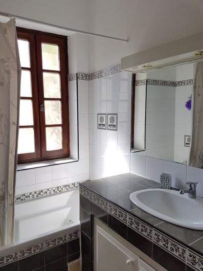 Location de vacances - Appartement à Saint-Gilles - salle de bain avec baignoire