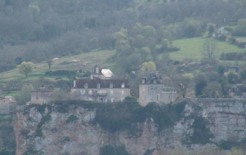 Location de vacances - Gîte à Le Bougayrou - Chateau de Belcastel qui domine le confluent Dordogne - Ouysse
