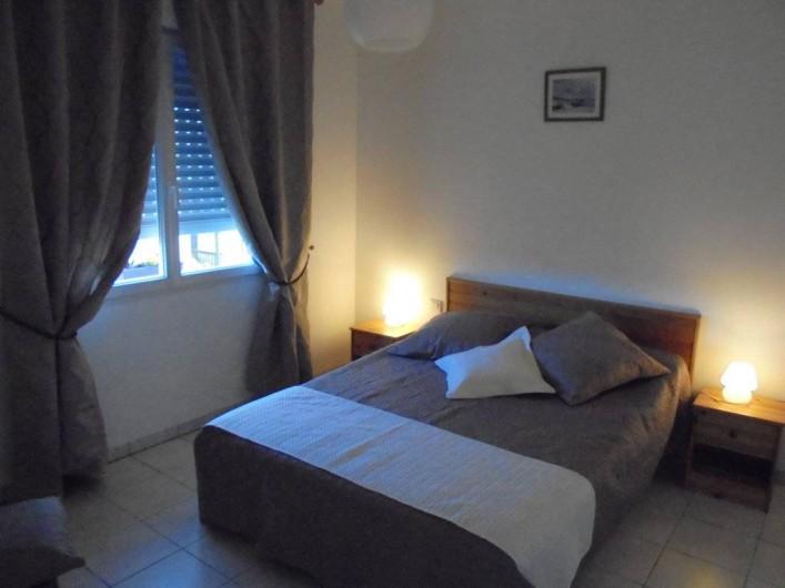 Location de vacances - Gîte à Le Bougayrou - Ch 1 avec lit de 140 x 190