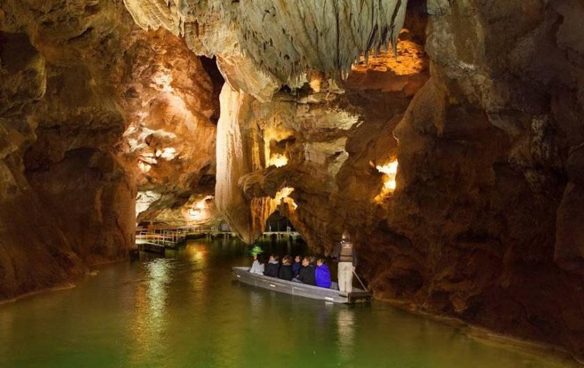 Location de vacances - Gîte à Le Bougayrou - Barque sur la rivière souterraine de Padirac