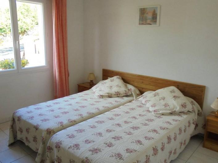 Location de vacances - Gîte à Le Bougayrou - Ch 2 avec 2 lits de 90 x 190