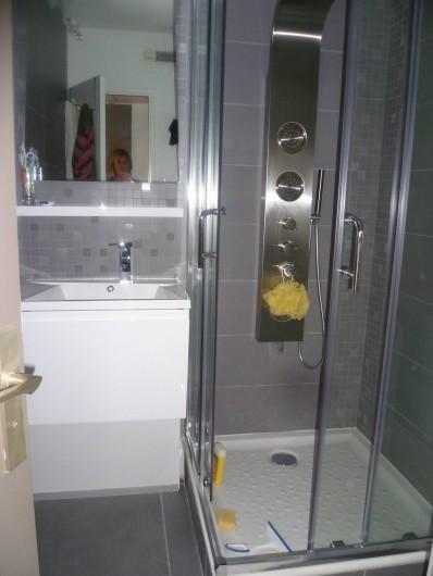 Location de vacances - Appartement à Le Grau-du-Roi - salle de douche