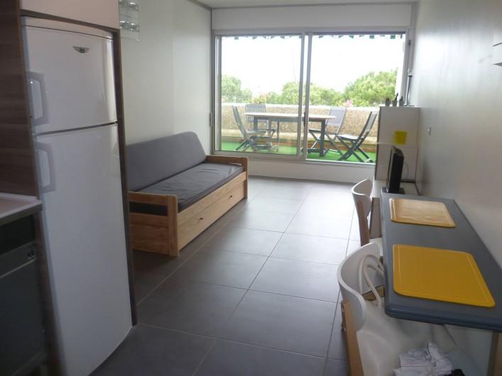 Location de vacances - Appartement à Le Grau-du-Roi - canapé qui s'ouvre en 150