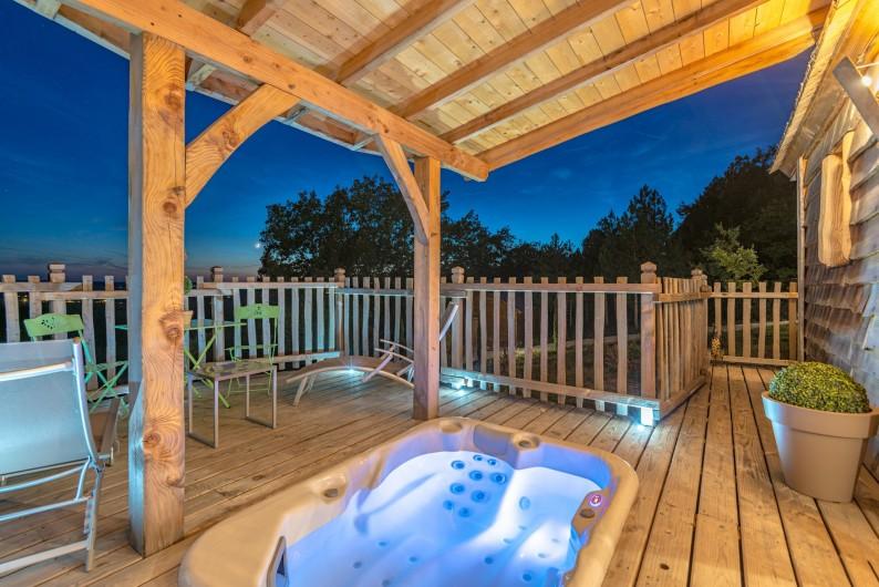 Location de vacances - Cabane dans les arbres à Clairac - Votre terrasse avec jaccuzi privatif