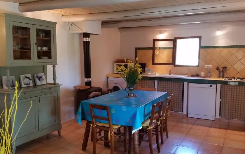 Location de vacances - Gîte à Puyloubier - Cuisine de la CHAPELLE